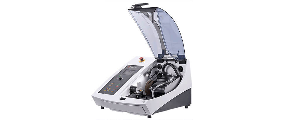 Accutom-100 precision cutoff and grinding machine with variable speed.