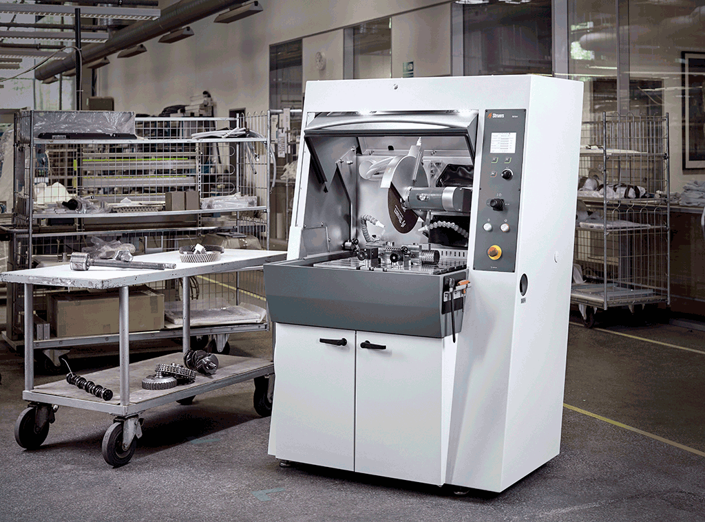 Axitom Spacious cutting chamber